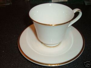 Royal Doulton Alice Cup and Saucer Plate h5122
