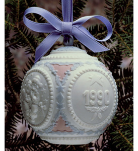 Lladro 1990 Annual Christmas Ball Ornament 5730