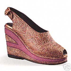 Willitts Just The Right Shoe Golden Leaf  25098 Retired