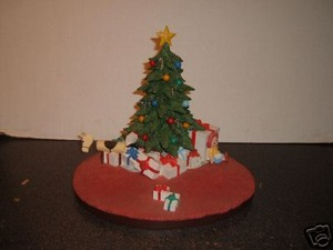Warner Brothers Goebel Christmas Morning Scape Base